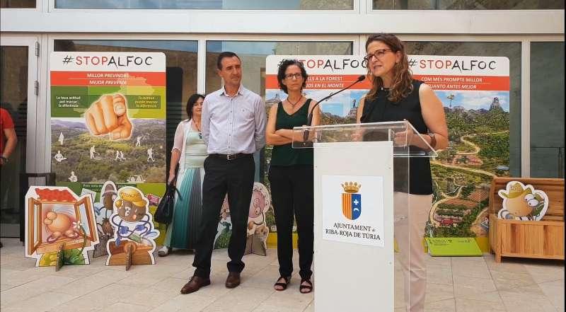 La consellera de Medio Ambiente y el alcalde de Riba-roja durante el acto de presentación.