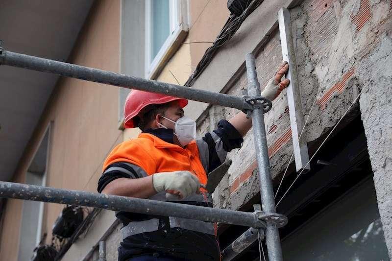 Un trabajador de la construcción. / EFE