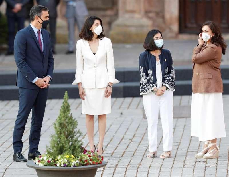 El presidente del Gobierno, Pedro Sánchez, junto a la presidenta del Senado, Pilar Llop, la ministra de Política Territorial y Función Pública, Carolina Darias y la presidenta de La Rioja, Concha Andreu. EFE
