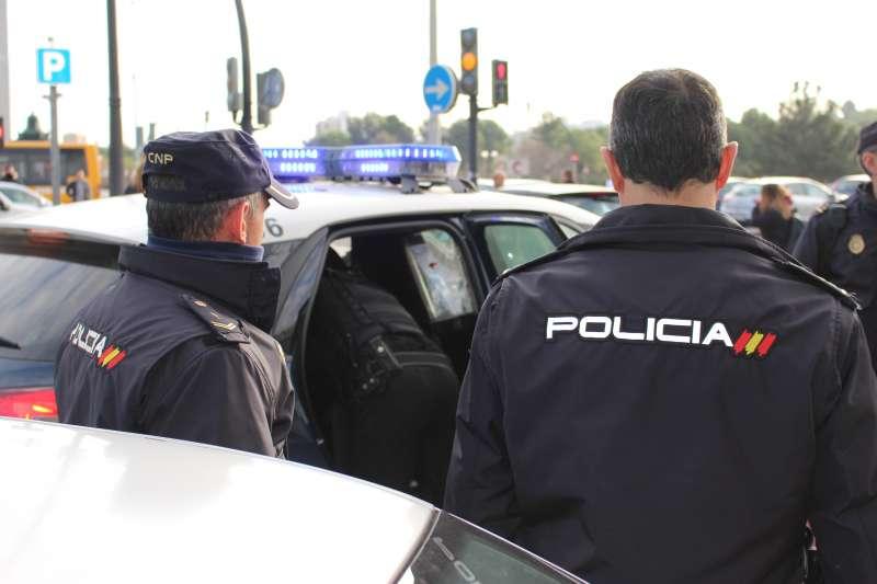 Dos agentes de la Policía Nacional. EPDA