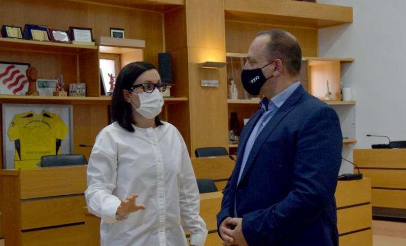 El conseller con la alcaldesa de Algemesí