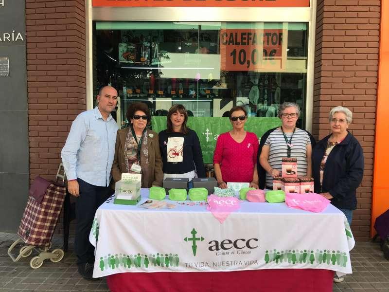 La asociación AECC recaudando fondos. EPDA