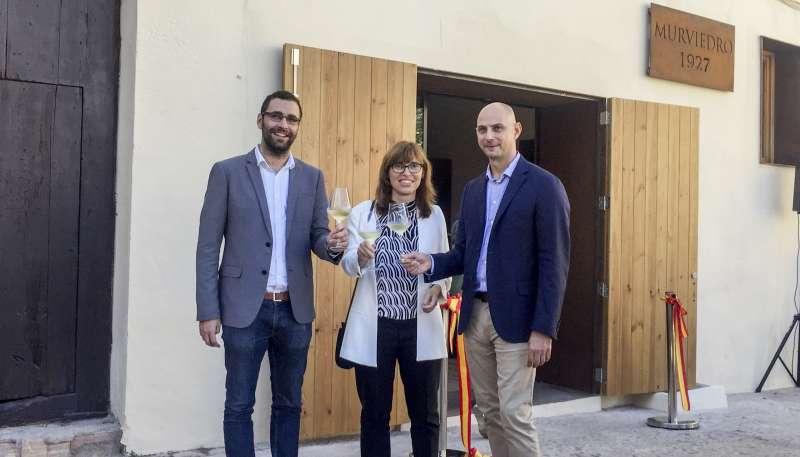 Inauguración de la nueva Cueva Museo de Bodegas Murviedro con Marc Grin director general de Bodegas Murviedro, alcalde de Requena y la directora general de Agricultura en representación de la GV.