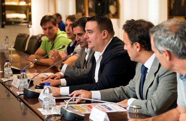 Momento de la presentación en el Salón de Reinas de la Diputación.  FOTO: DIVAL