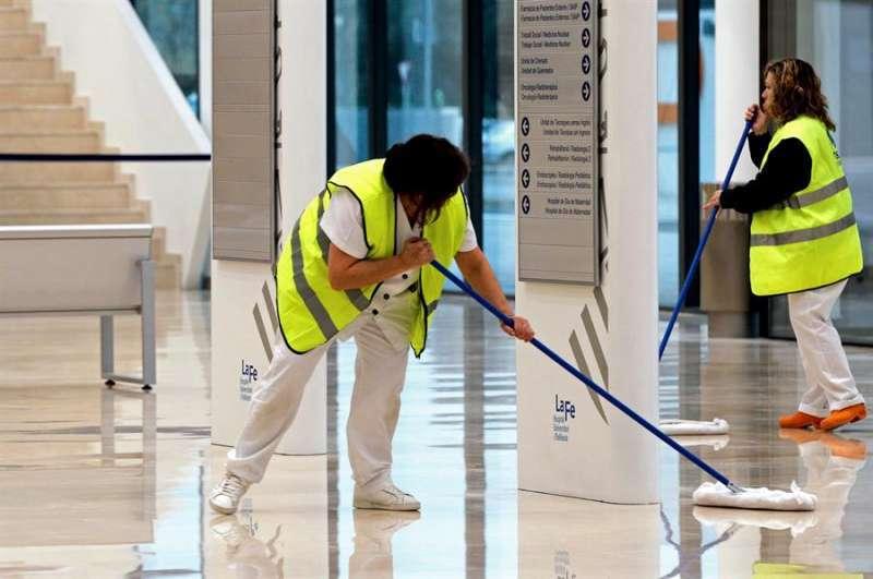 Limpiadoras en hospitales. Foto de archivo.
