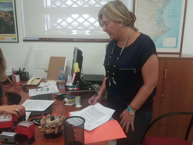 Mamen Peris en registro de la entidad provincial para una iniciativa.