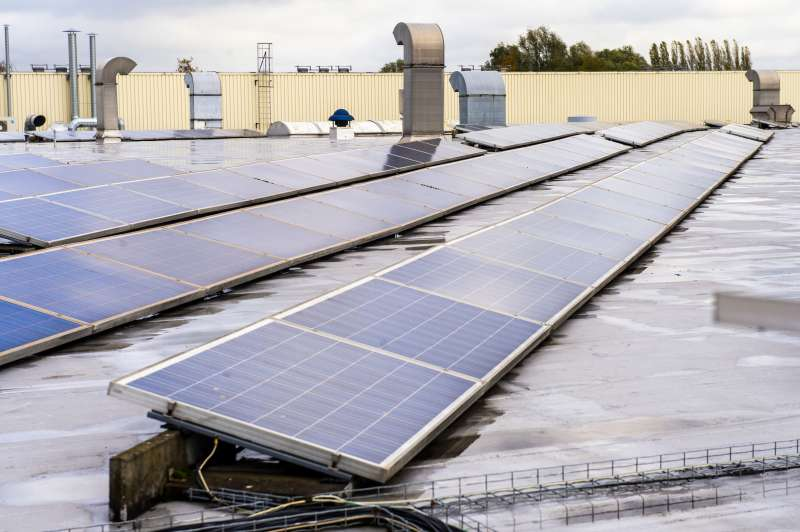 Placas solares instaladas en una factoría. Foto: Benoit Bourgeois, (Parlamento Europeo).