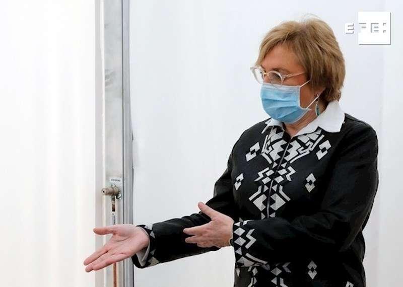 La consellera de Sanidad, Ana Barceló, durante una visita a las instalaciones del hospital de campaña de La Fe. EFE