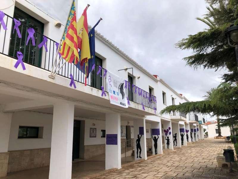 Detalle de la manifestación estática en el Ayuntamiento de Marines. / EPDA