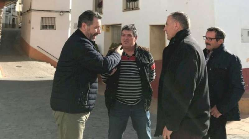 El alcalde de Chóvar con diputados del PP