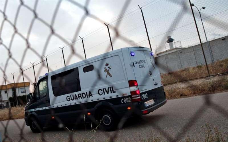Un furgón de la Guardia Civil llega a la prisión de Picassent. EFE
