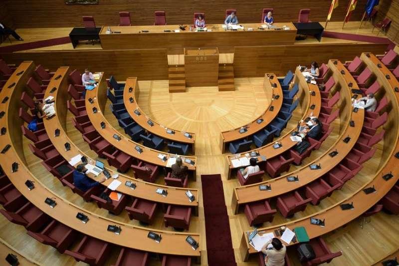 Comisión de Les Corts celebrada hoy, en una imagen compartida por la institución.