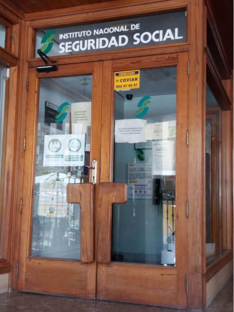Puerta cerrada de la oficina del INSS