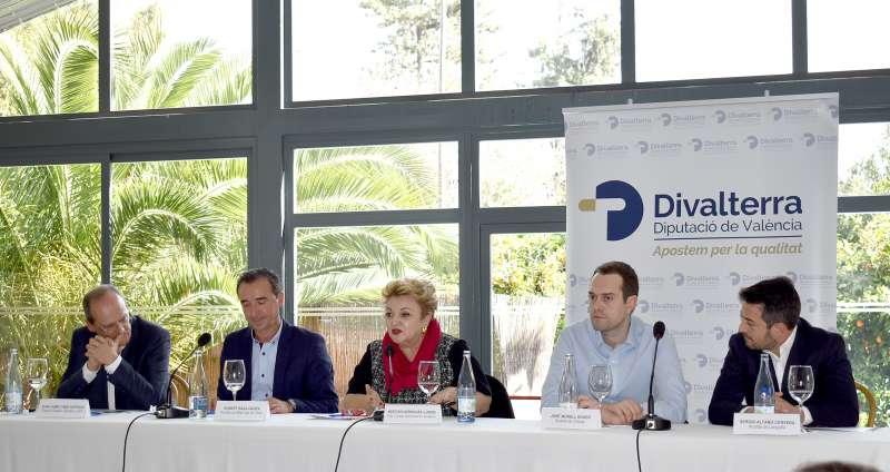 Mercedes Berenguer, diputada provincial amb els alcaldes a l
