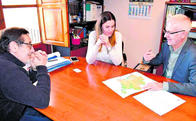 L?alcaldessa amb els representants de Divalterra. EPDA