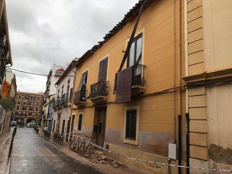Desprendimiento de parte de la cubierta de una casa en Rocafort. EPDA