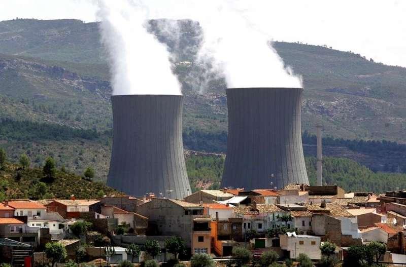 Las torres de refrigeración de la central nuclear de Cofrentes. EFE/Kai Försterling/Archivo.