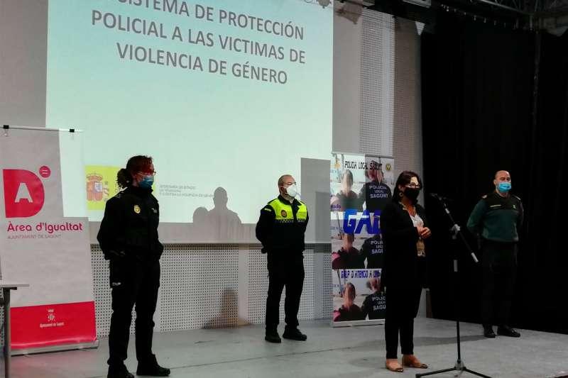 La delegada de Policía Local, Natalia Antonino, durante la clausura. / EPDA