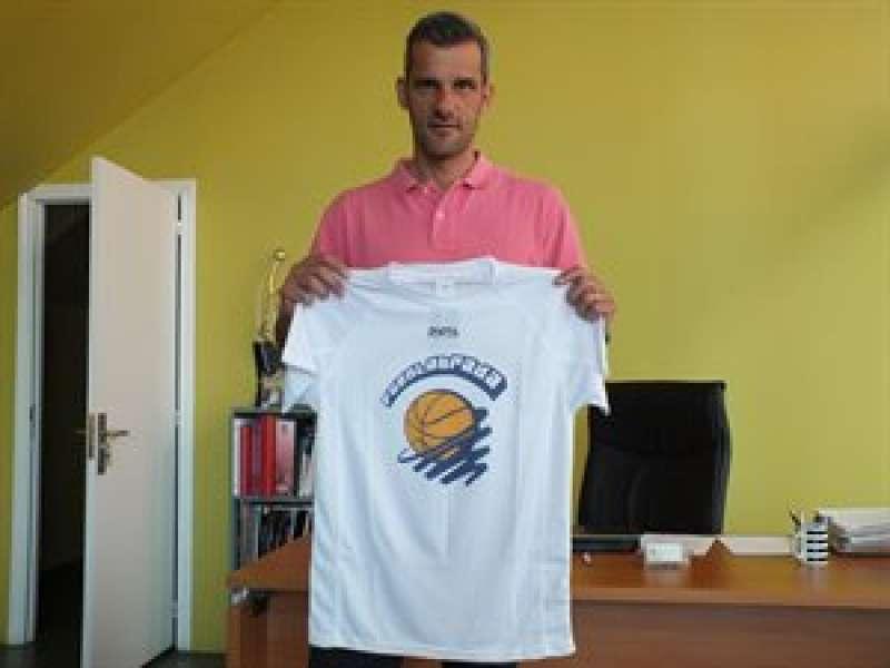 Nacho Rodilla con la camiseta del Fuenlabrada.//EPDA