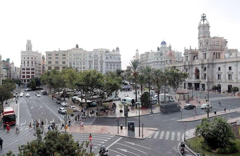 Vista general de la plaza del Ayuntamiento de València. EFE