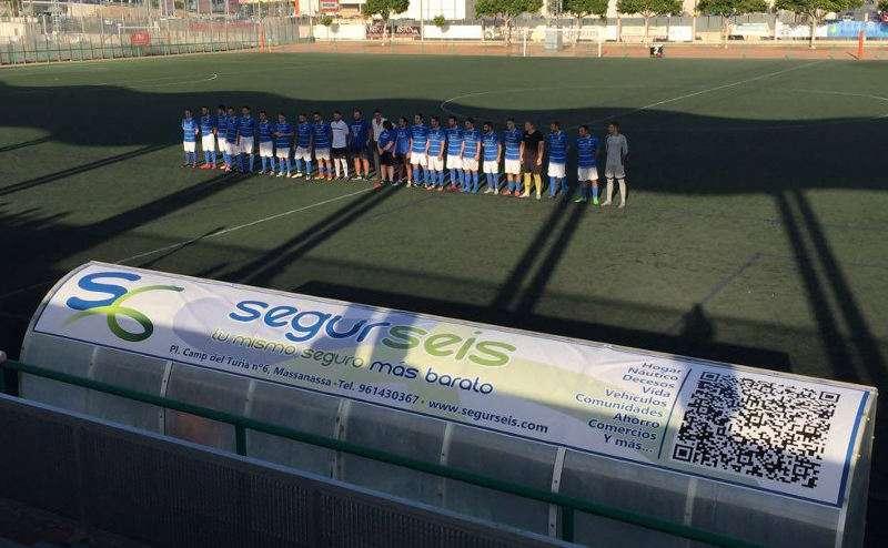 Equipo del Massanassa CF en el campo. EPDA