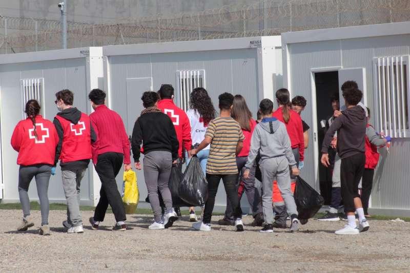Varios menores extranjeros no acompañados en Ceuta.