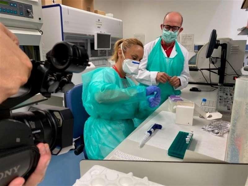 Investigadores de Fisabio en el laboratorio, en una imagen de la fundación.