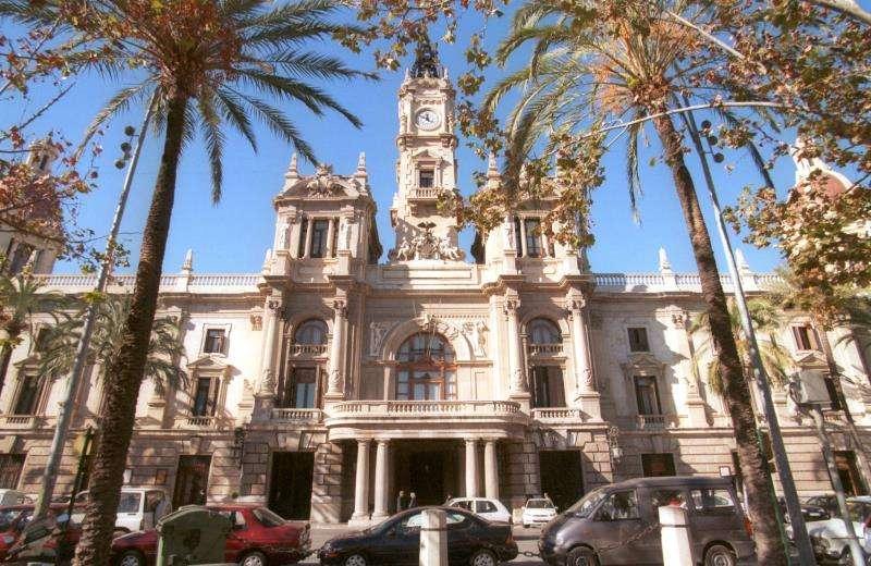 Imagen de la fachada principal del Ayuntamiento de València. EFE/Archivo