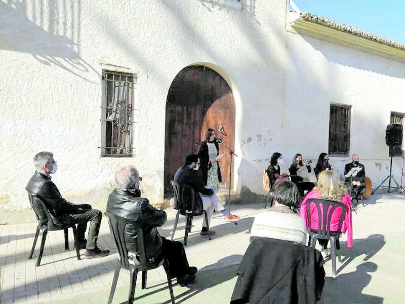Un momento de la inauguración a cargo de Rosa Pérez Garijo. EPDA
