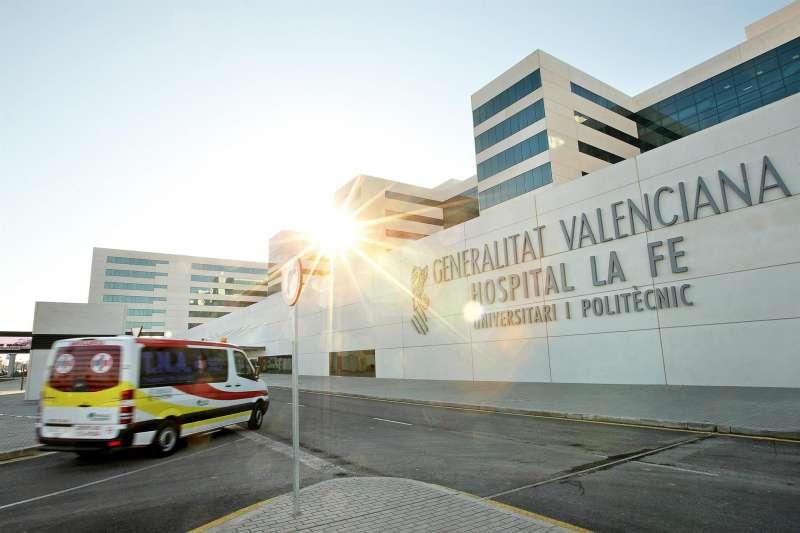 El Hospital La Fe de Valencia, donde ha sido trasladado el menor mordido por un perro.