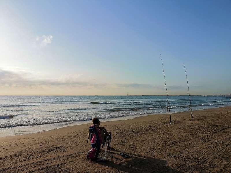 Pescando en la Malvarrosa de Valencia. B. BUENO