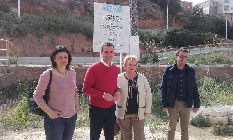 El alcalde de Riba roja junto a la presidenta del Consejo de Divalterra./EPDA