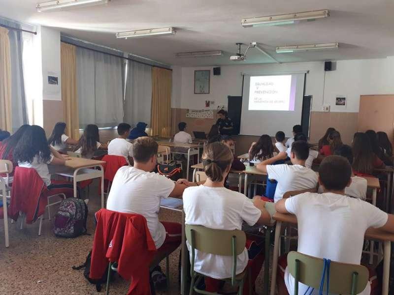 Policía Local de Burjassot con cursos de formación sobre prevención de la violencia de género en centros educativos del municipio.