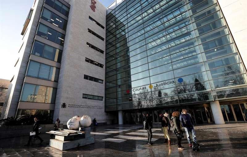Imagen del acceso principal a la Ciudad de la Justicia de València. EFE/Archivo