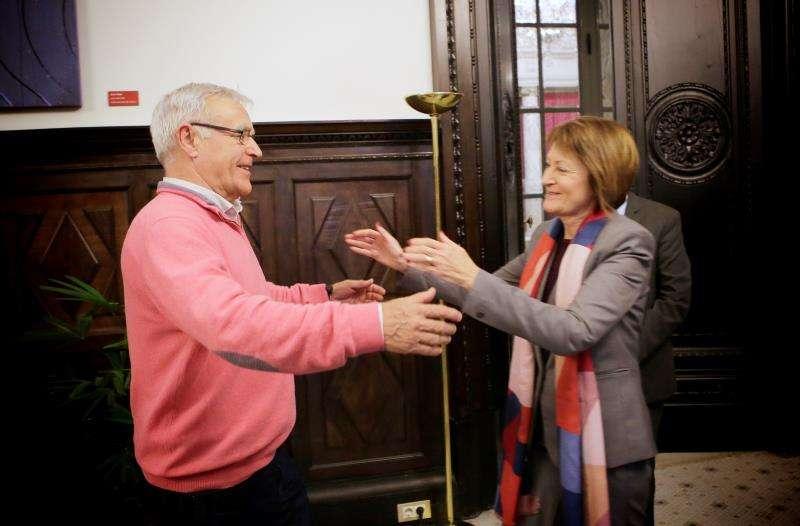 El alcalde de Val�ncia, Joan Rib�, y la rectora de la Universitat de Val�ncia, Mavi Mestre, durante la reuni�n de hoy, en una imagen cedida por el Ayuntamiento. EFE