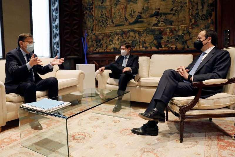 Imagen de arvhico del president de la Generalitat, Ximo Puig , recibe en audiencia al presidente de CaixaBank, José Ignacio Goirigolzarri, y al consejero delegado de la entidad, Gonzalo Gortázar.EFE