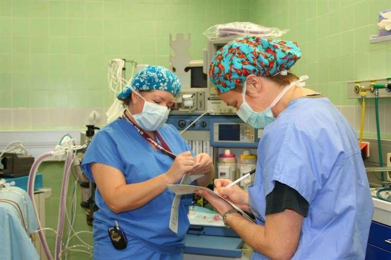Sanitarios en el Centro de Salud. EFE