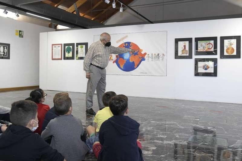 Escolars paiportins aprenen a dibuixar al Museu de la Rajoleria amb HARCA.