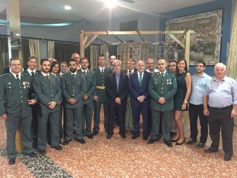 Alcaldes y concejales de La Baronia con la Guardia Civil. EPDA