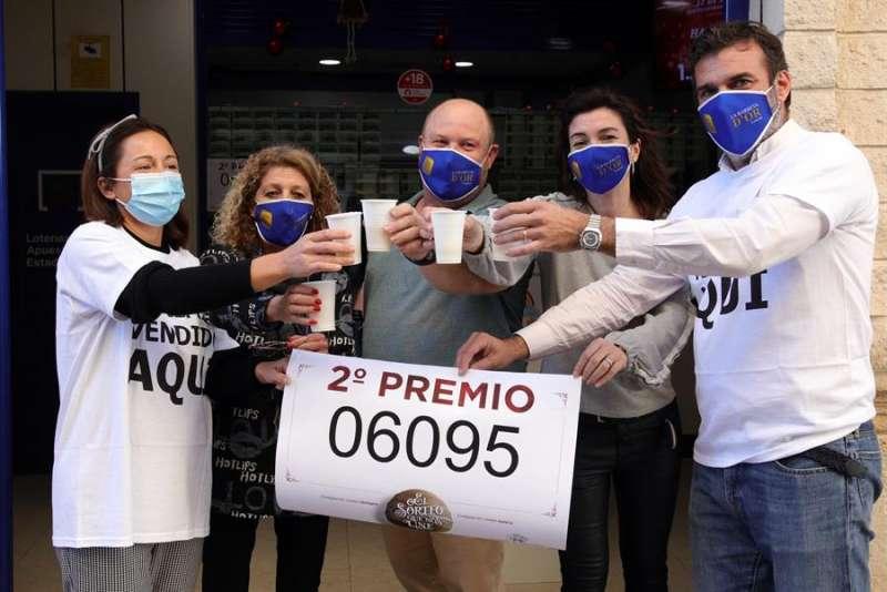 El número 6.095, segundo premio de la Lotería de Navidad, ha dejado 111,15 millones de euros en la Comunidad Valenciana, la mayor parte de ellos en Gandía (56,25 millones).
