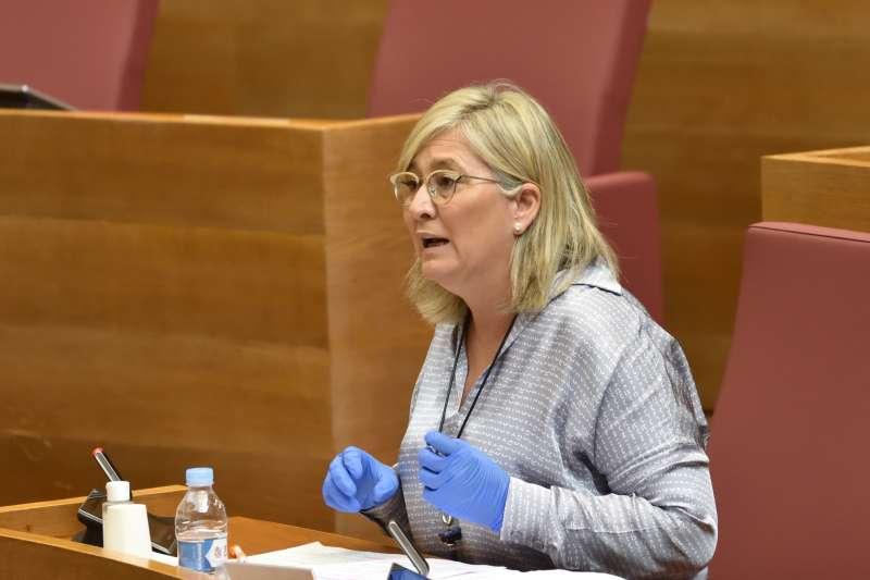 Mamen Peris en el pleno del Consell. / EPDA