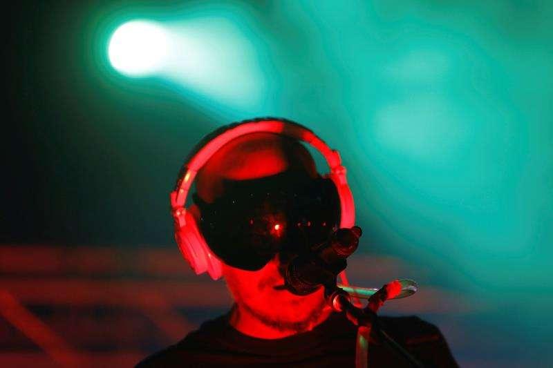 El cantante, compositor y DJ del grupo de electropop
