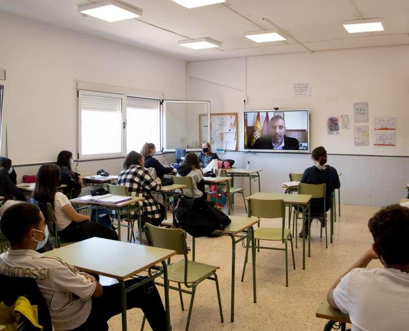 Encuentro de los adolescentes con la eurodiputada Inmaculada Rodr�guez-Pi�ero.