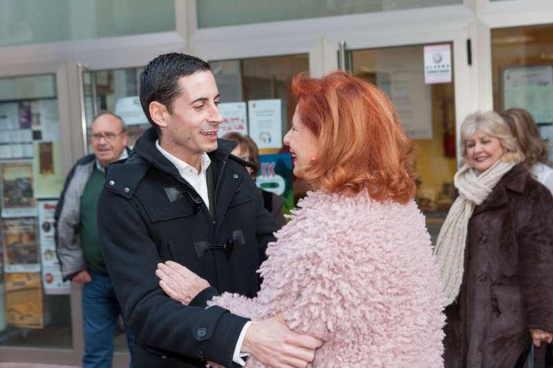 Bielsa con Carmen Alborch en una visita a Mislata.