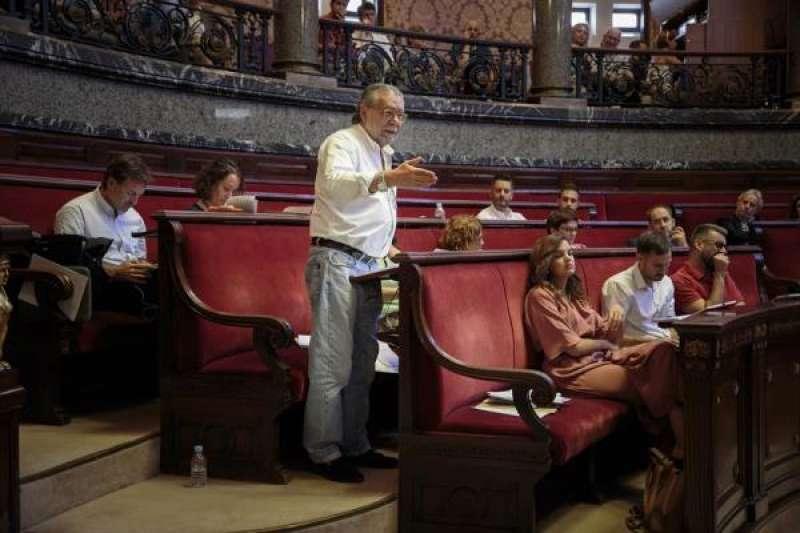El concejal de Hacienda, Ramón Vilar, durante un pleno del Ayuntamiento de València. EFE/Biel Aliño