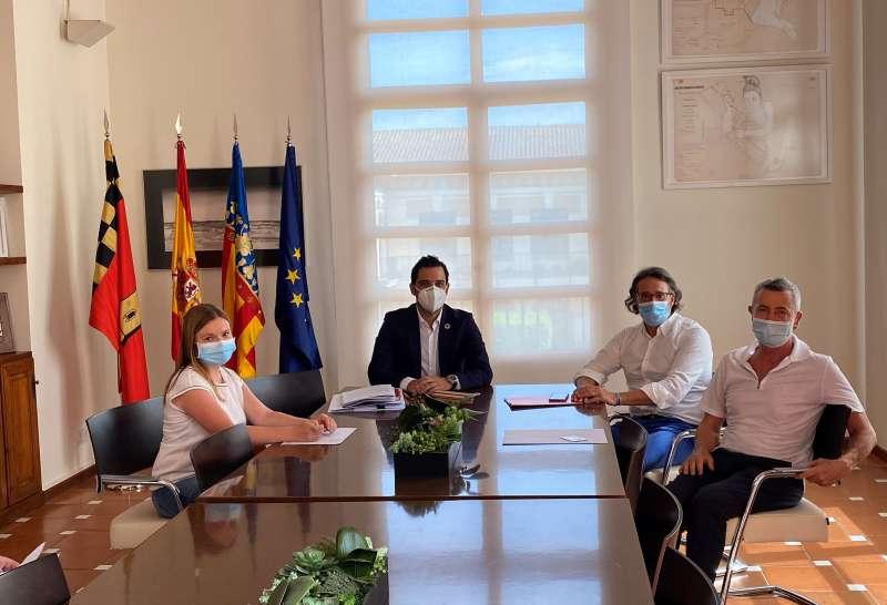 Reunión del alcalde Paterna y el director de la editorial RUBIO. EPDA