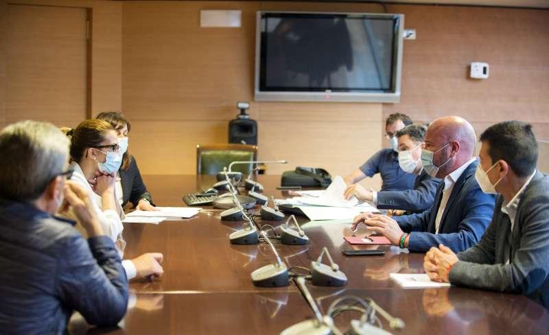 Reunión de Sandra Turégano, Toni Gaspar y otros representantes institucionales. EPDA.