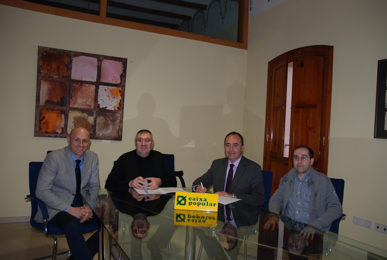 Firma del convenio entre Ayuntamiento de Vinalesa y la entidad Caixa Popular. EPDA