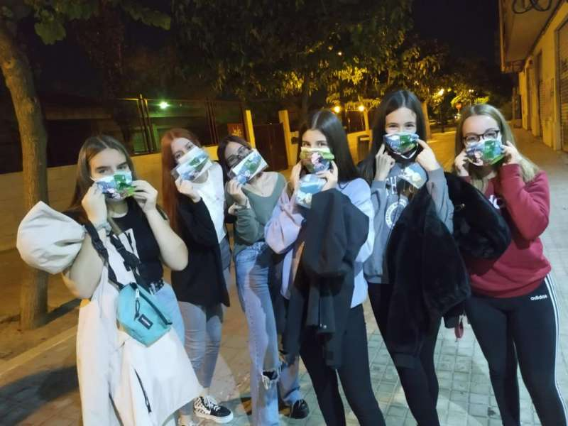 Jóvenes celebrando Halloween segur de Catarroja