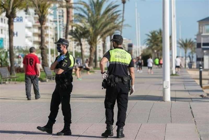 La Policía Local de Gandia, de patrulla, en una imagen compartida por el Ayuntamiento.